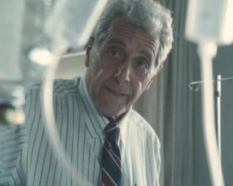 Джек Кеворкян долгое время помогал тяжелобольным людям совершать самоубийства в Мичигане (США). Однако, когда очередной пациент оказался слишком слаб для осуществления суицида, Доктор Смерть прибегнул к эвтаназии, в результате чего оказался в тюрьме. Кадр из фильма «Вы не знаете Джека»