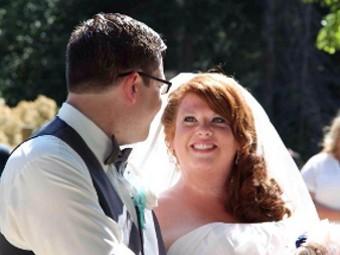 Робин и Дилан Бенсон в день своей свадьбы 13 июля 2013 года. Фото со страницы. созданной Диланом для сбора пожертвований