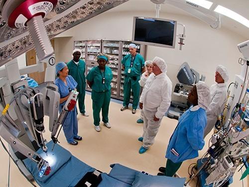 Сгорел наработе: вСША роботы-хирурги калечат людей
