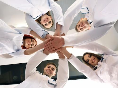 Обзор BBC: повышают ли врачи-новички смертность в больницах?