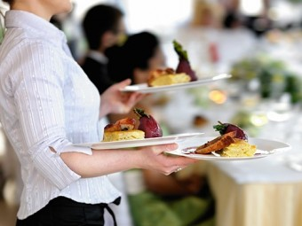 работа официантки признана самых опасных здоровья
