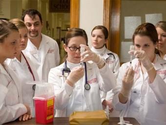 школах работать медсестры врачей