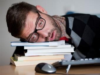 недостаток сна ухудшает память