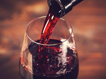 бокал вина ужином спасает инфаркта инсульта увеличивает риск