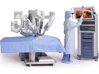 Российские хирурги впервые выполнили аорто-коронарное шунтирование с помощью робота Pic001