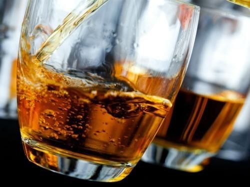 Смертельное сочетание: можно ли принимать лекарства вместе с алкоголем - МедНовости