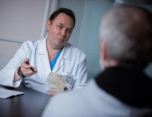 Спасти жизнь и внешний вид: онколог о микрохириргических технологиях лечения рака полости рта