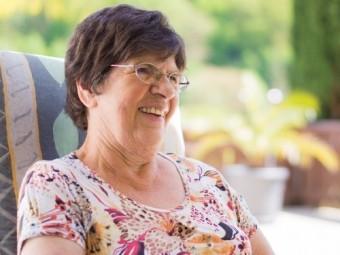 https://static.medportal.ru/pic/mednovosti/news/2019/06/24/343Vyleesi/grandma_happy_family_grandmother_senior_old_woman_elderly-1387375.jpg!d_340x255.jpg